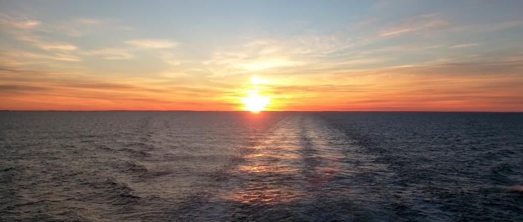 А вот и фото заката на Балтике. Забыть этот вид почти невозможно, настолько он впечатляет)