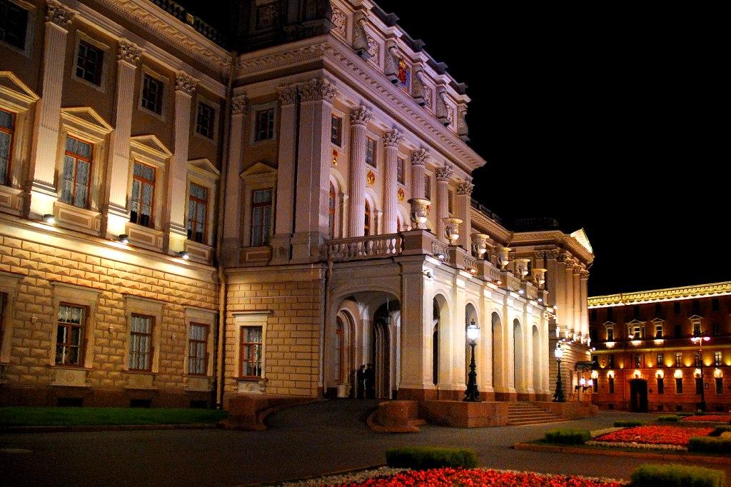 В центре Санкт-Петербурга - Мариинский дворец