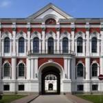 Самый крупный дворец в Прибалтике наводит лоск