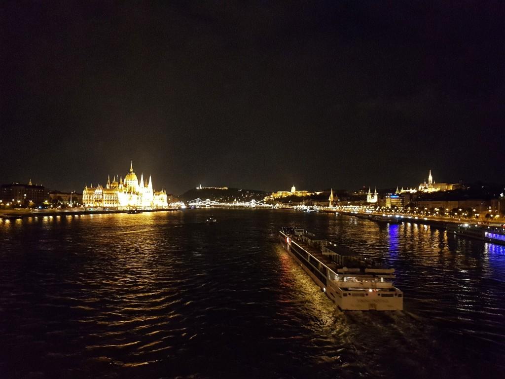 Ночная панорама Пешта