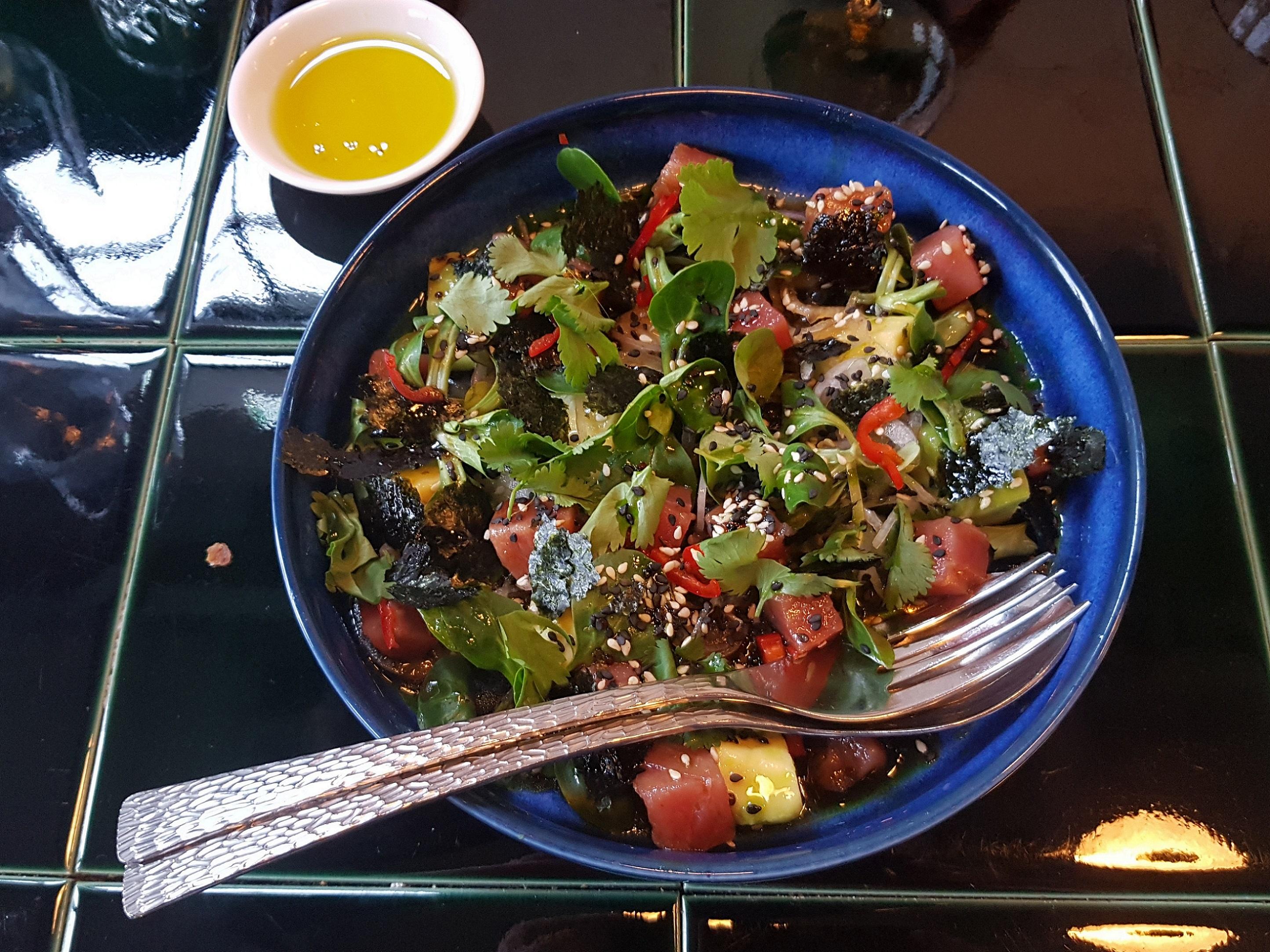 Салат с тунцом от LORE